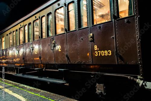 Cuadros en Lienzo Antica carrozza ferroviaria cento porte