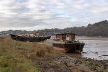 River Torridge, Bideford, North Devon, England, UK. January 2019. Old Fishing Boats Moored For Living Accommodation, Backdrop Of Bideford.