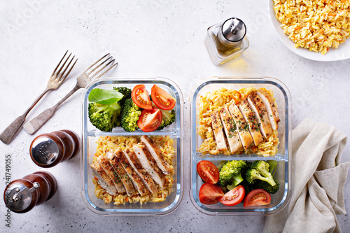 Fototapeta Healthy meal prep containers with chicken, rice and vegetables obraz