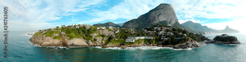 Photo  Panoramic overview of the coastline and beach of Joatinga in Rio de Janeiro with