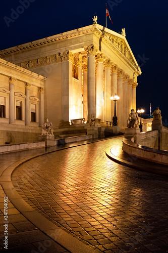 Bundesparlament Wien bei Nacht