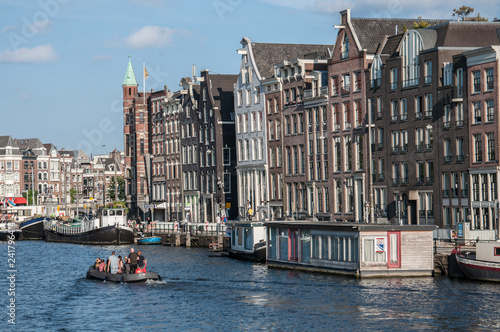 Foto  view over a canal in amsterdam - sightseeing