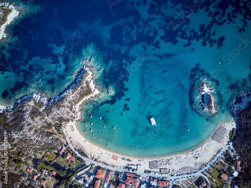 Naklejka premium Piękna plaża widok z lotu ptaka drone strzał