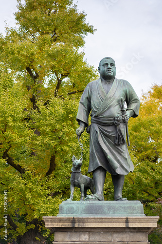 Deurstickers Historisch mon. Statue of Saigo Takamoriand and his pet dog at Ueno Park in Tokyo