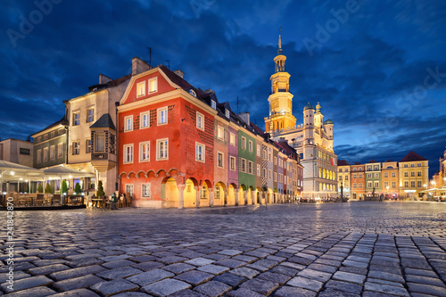 Fototapeta  Poznan, Poland. Stary Rynek square with small colorful houses and old Town Hall at dusk obraz