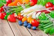 Gemüse und Obst - Spargel und Erdbeeren mit Rhabarber