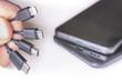 Leinwanddruck Bild - Verschiedene Ladekabel mit Handys