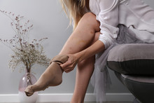 Recovery After Laser Varicose Vein Surgery. Varicose Veins Prevention, Compression Stockings Thigh