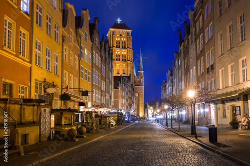 Keuken foto achterwand Europese Plekken Architecture of the old town in Gdansk with St. Mary Basilica, Poland.