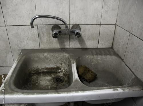 Fotografía  Dirty and rusty faucets