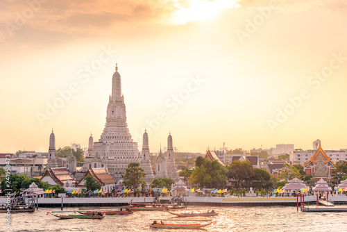 Photo  The most beautiful Viewpoint Wat Arun,Buddhist temple in Bangkok, Thailand