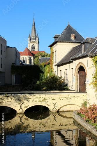 Tuinposter Centraal Europa Étang Cambier et église Saint Hermès. Bruul