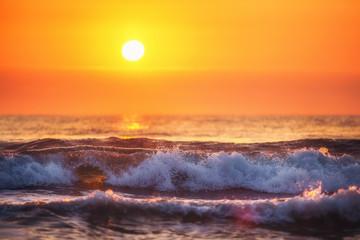 FototapetaSunrise and shining waves in ocean