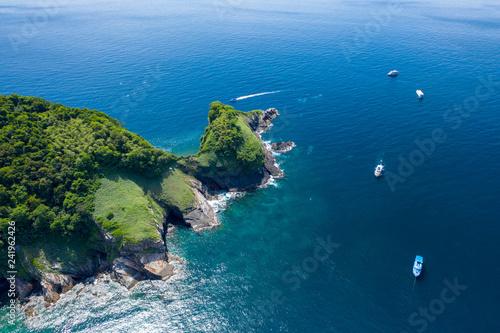 Fototapeta Widok z lotu ptaka drone zdalnego, piękna wyspa tropikalna w otoczeniu rafy koralowej (Ko Bon, Tajlandia)