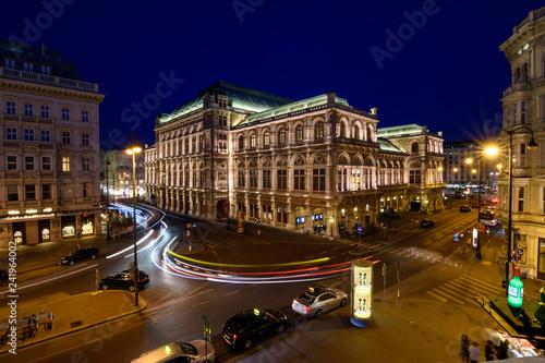 Tuinposter Theater Staatsoper in Wien in der blauen Stunde