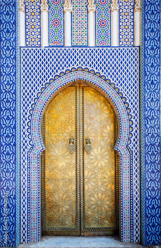 Fotobehang Marokko Entrance door with mosaic and brass door at the Royal palace in Fes Morocco