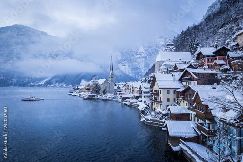 In de dag Centraal Europa Hallstatt in winter, Salzkammergut, Austria