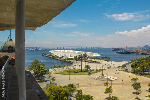 Photo Rio de Janeiro, Brazil - January 02, 2019: View of The Museum of Tomorrow (also known as Museu do Amanhã), from the Rio Musuem of Art (MAR) viewpoint