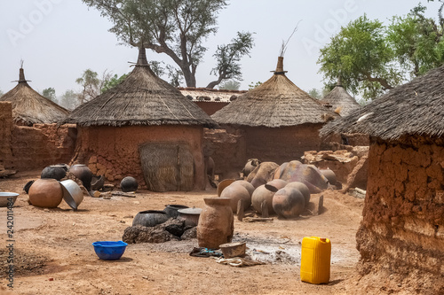 Fotografía  Courtyard of traditional mosi home with huts in a village of Northern Burkina Faso, West Africa