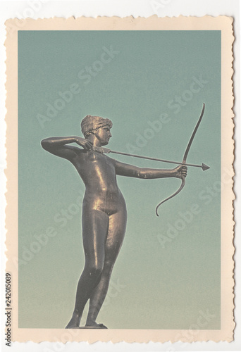 Deurstickers Historisch mon. Artemis Fountain Statue - London - Vintage Photograph