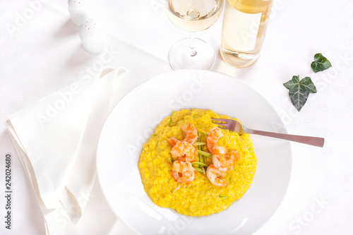 Fotografiet  King prawns with saffron rice and zucchini - Paella Valenciana