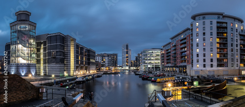 Obraz Leeds Docks at dusk - fototapety do salonu