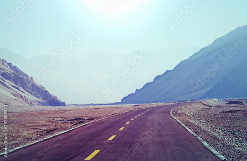 Foto op Aluminium Aubergine Road in mountains