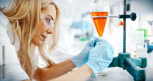 Carta da parati Attractive student of chemistry working in laboratory