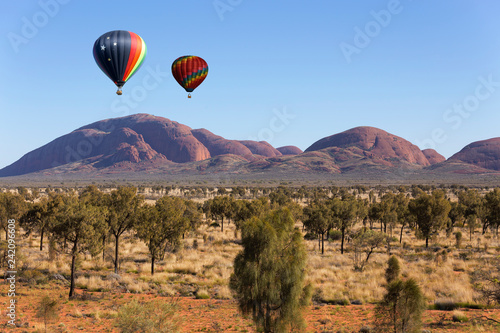Poster Montgolfière / Dirigeable Hot air balloon flying in Northern Territory, Australia