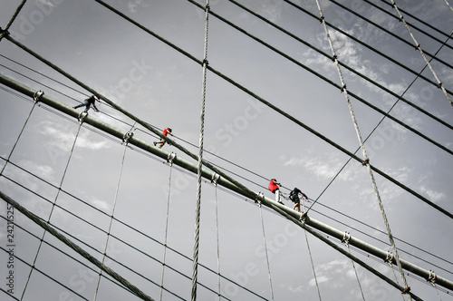 Poster Amerikaanse Plekken Climbers on the Brooklyn bridge cables, New York City, USA