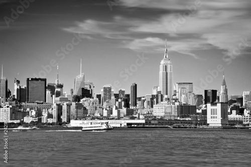 Foto op Canvas Amerikaanse Plekken New York skyline and Hudson river in black and white