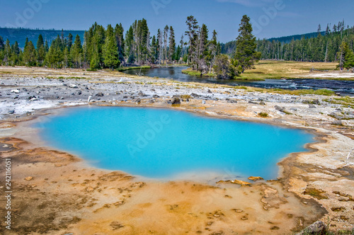 Keuken foto achterwand Turkoois Biscuit basin hot springl, Yellowstone National Park, USA