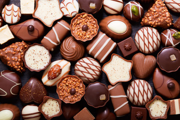 Fototapeta Do cukierni mix of chocolate candies, top view