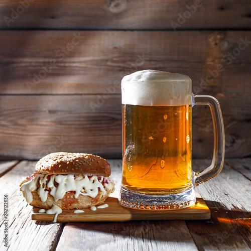 Fotografía  mug of beer, tasty, burger, food, gourmet, meal, beer, meat, cheese