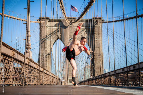 Photo  Young athlete fighter exercising on Brooklyn bridge in New York City