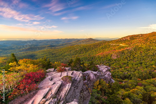 Fotomural Blue Ridge Mountains landscape at Linn Cove Viaduct and Grandfather Mountain