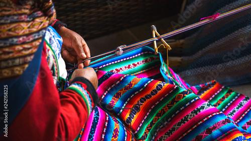 Hands of peruvian woman making alpaca wool carpet with national pattern close-up Billede på lærred