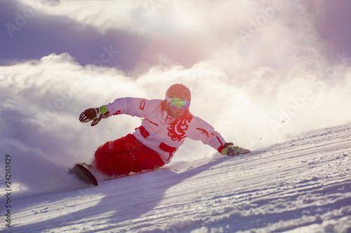 Fotomural  snowboarder makes a turn, touching the track with his hand