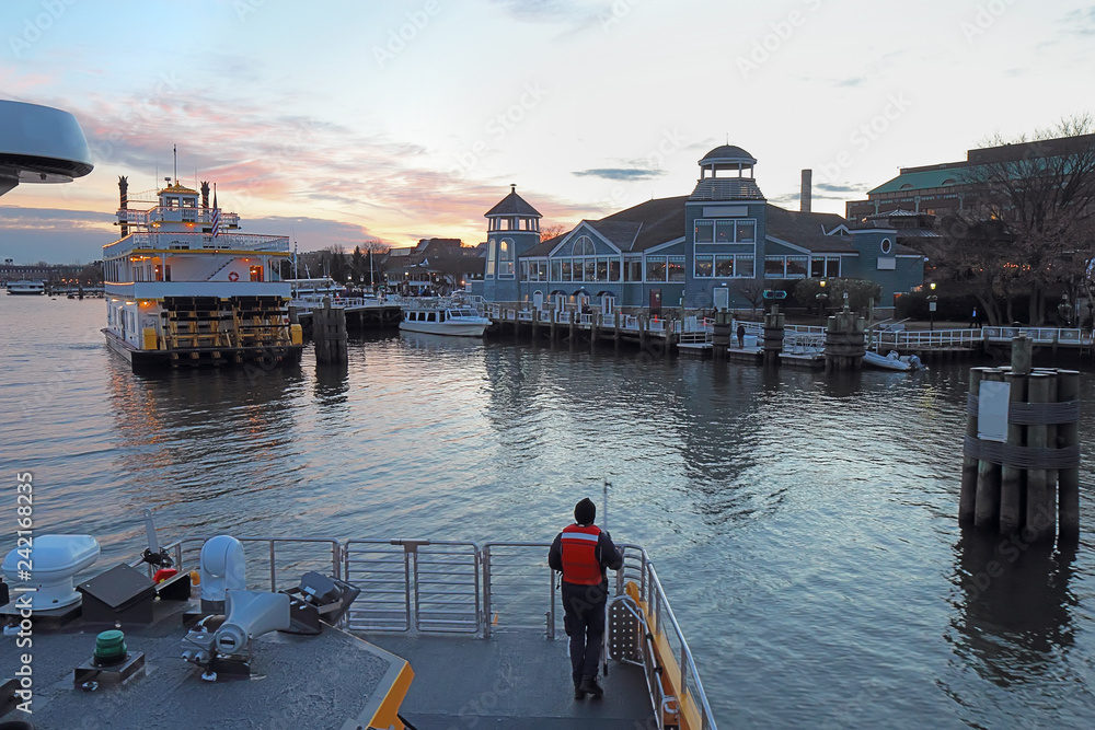Fototapety, obrazy: Boats and waterfront of Alexandria, Virginia