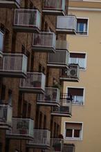 Balcones Repitiendo El Mismo P...