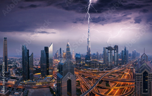 Keuken foto achterwand Stad gebouw Dramatic Dubai view of downtown with lightning