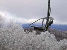 Malinconica Immagine Di Skilift Gelato In Inverno