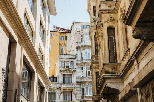 Fotografiet  House facades in Istanbul, Turkey