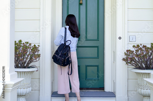 Fotografie, Obraz  girl back to home using key opening door