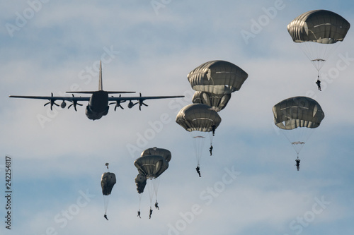 Photo  Israeli army paratroopers in a day training jump- Israel