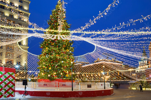 Foto op Aluminium Aziatische Plekken Moscow, Russia, Christmas tree on Manezhnaya square. New Year and Christmas. Manezh square in Moscow was decorated with Christmas tree and decorative designs.