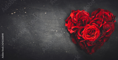 Foto op Canvas Bloemen Heart-shaped red roses on stone background.