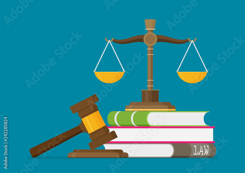 Photo Justice scales and wooden judge gavel