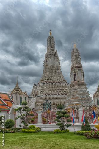 Foto  Wat Arun Ratchawararam, a Buddhist temple in Bangkok, Thailand