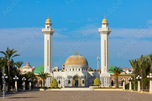 Naklejka premium Mauzoleum Habiba Bourgiby, pierwszego prezydenta Republiki Tunezyjskiej. Monastir